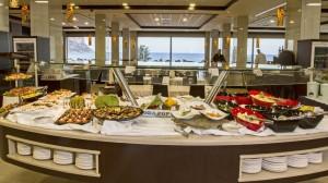 Buffet con comida Anfora